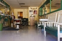 Traditional Texan barbershop interior in Comanche, Texas, USA — Stock Photo