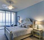 Спальня класса люкс, Палметто, Флорида, США — стоковое фото