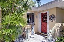Tropical home backdoor with plants and decoration on wall — Stock Photo