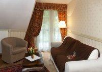 Gehobenes Wohnzimmer im Inneren des Herrenhauses pdaste, Estland — Stockfoto
