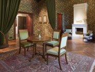 Habitación antigua en el castillo de Alatskivi, Estonia - foto de stock