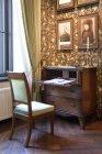Altmodische Schreibtisch und Stuhl in alatskivi Burg, Estland — Stockfoto