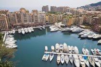 Ormeggiate navi e barche nel porto di Monaco — Foto stock