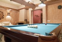 Leisure room with billiards table in modern interior — Stock Photo
