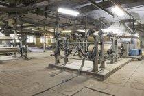 Промислові ткацькі Верстати в текстильній фабриці, Нілогіори, Росія — Stock Photo