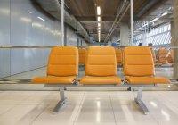 Sitzgelegenheiten am Flughafen, suvarnabhumi airport, bangkok, thailand — Stockfoto
