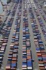 Recipientes de carga em fila na doca comercial em Seattle, Washington, EUA — Fotografia de Stock