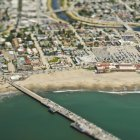 Прибережна громада і міст в Каліфорнії, США — стокове фото