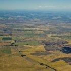 Éoliennes sur les terres agricoles en Californie, États-Unis — Photo de stock