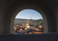 Archway to old cityscape of Cesky Krumlov, Czech Republic, Europe — Stock Photo