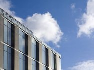 Экстерьер офисного здания в Сиэтле, Вашингтон, США — стоковое фото