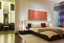 Camera da letto in appartamento di lusso a Dallas, Texas, USA — Foto stock