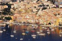 Küstenstadt Villefranche-sur-mer in Südfrankreich, Europa — Stockfoto
