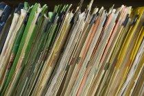 Limas médicas pacientes empilhadas na prateleira, frame cheio — Fotografia de Stock