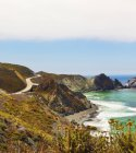Onde su scogliere rocciose, Big Sur, California, Stati Uniti — Foto stock
