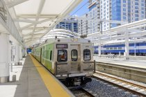 Train waiting at train station in Denver, Colorado, USA — Stock Photo