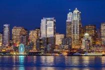 Numero 12 illuminato in highrise, Seattle, Washington, Stati Uniti — Foto stock