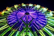 Неонові оглядове колесо їзди на Луна-парк вночі, Пуіолап, штат Вашингтон, США — стокове фото