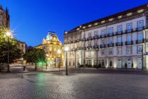 Estação de Sao Bento iluminada na noite, Porto, Portugal — Fotografia de Stock