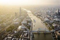 Luftaufnahme von London Stadtbild, Tower Bridge und Fluss, England — Stockfoto