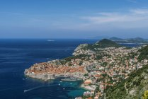 Veduta aerea della città costiera sulla collina, Dubrovnik, Dubrovnik-Neretva, Croazia — Foto stock