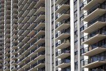 Struttura completa di balconi condomini, Chicago, Illinois, USA — Foto stock