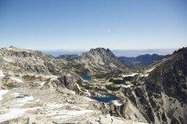 Горы и озера в отдаленном ландшафте, Ливенворт, Вашингтон, США — стоковое фото
