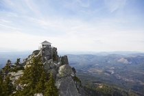 Mount Pilchuck fire lookout in remote landscape, Leavenworth, Washington, United States — Stock Photo