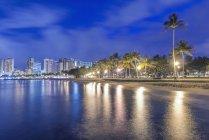 Honolulu city skyline reflection in ocean, Hawaii, United States — Stock Photo