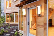 Fenster und Türen des modernen Hauses — Stockfoto
