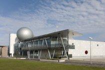 Extérieur moderne de centre scientifique d'Ahhaa à Tartu, Estonie — Photo de stock
