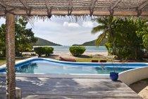 Covered deck and soaking pool, Yaqeta Island, Fiji — Stock Photo