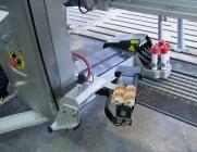 Machine à traire automatisée dans l'élevage de bovins de Jarva, Estonie — Photo de stock