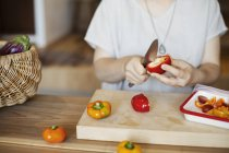 Midsection of woman preparing fresh vegetables in a vegetarian cafe. — Stock Photo