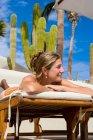 Donna adulta sorridente, Cabo San Lucas, Messico — Foto stock