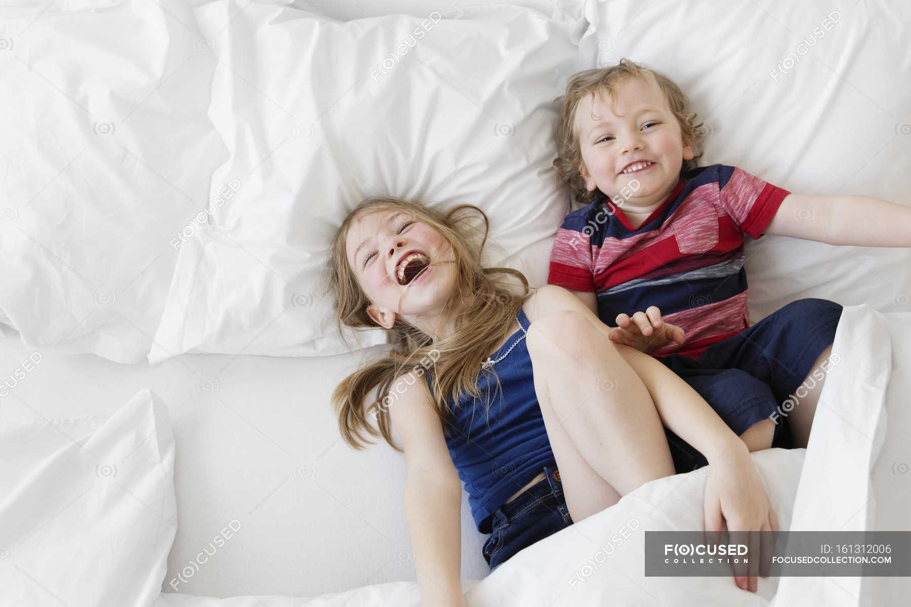 Русское порно брат трахнул пьяную сестру, брат и сестра развлекаются смотреть видео онлайн 14 фотография