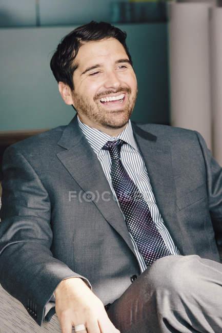 Homme en costume et cravate — Photo de stock