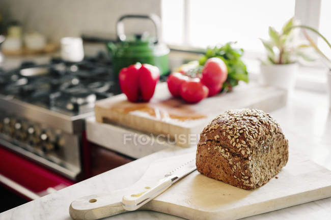 Fresh loaf of baked brown bread — Stock Photo