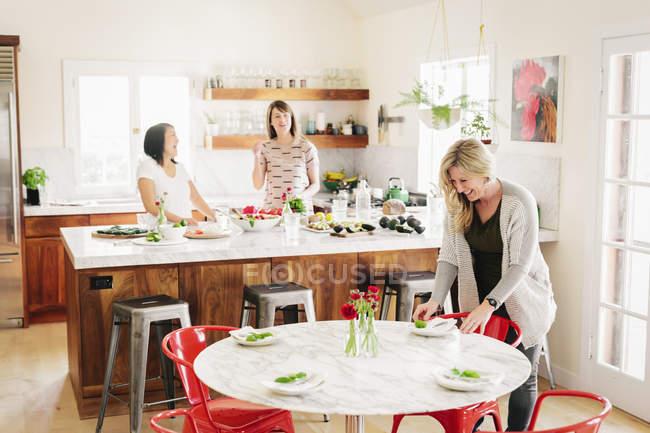 Women in a kitchen preparing lunch — Stock Photo