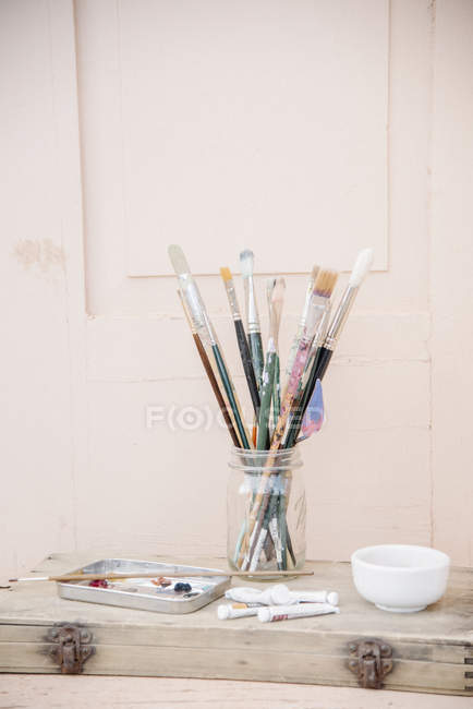 Paint tubes and a bowl. — Stock Photo
