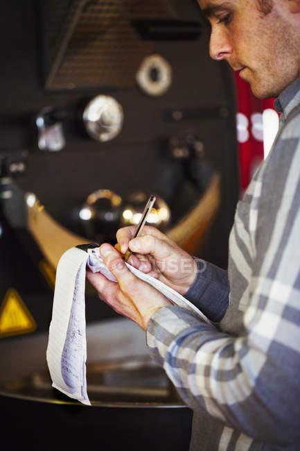 Homme à prendre des commandes — Photo de stock