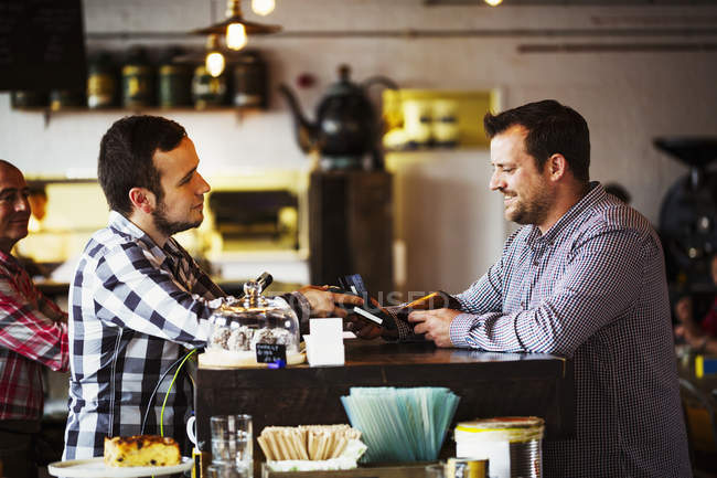 Barista and a client talking — Stock Photo