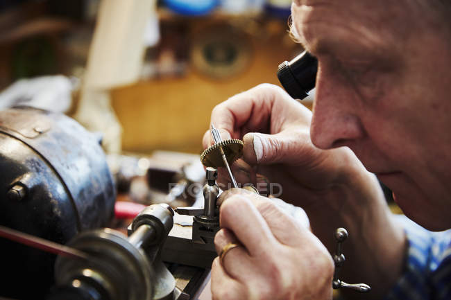 Relógio trabalhando em seu estúdio — Fotografia de Stock