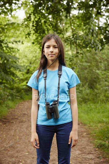 Молоді дівчата за birdwatche — стокове фото