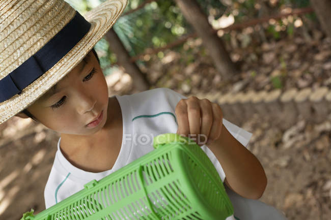 Japanese boy wearing a straw hat — Stock Photo