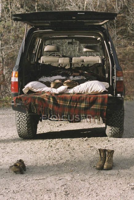 Young couple sleeping in the back of car — Stock Photo