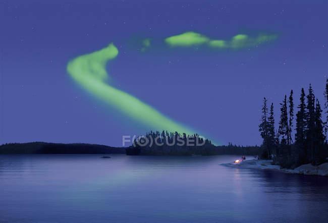 Aurores boréales dans le ciel nocturne — Photo de stock