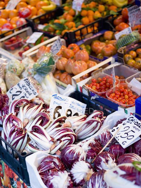 Свіжі овочі на ринку Ріальто харчування. — стокове фото