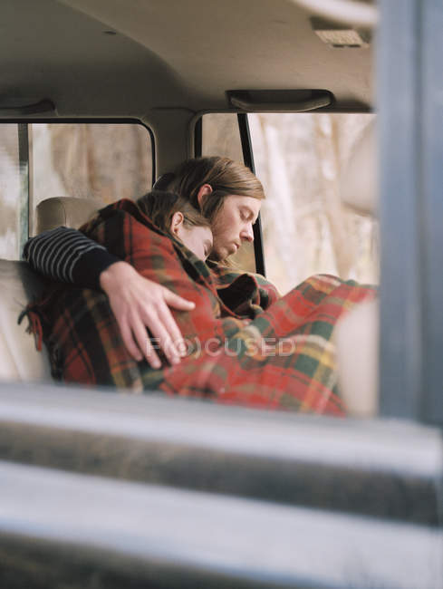 Ouple taking a nap in their car — Stock Photo