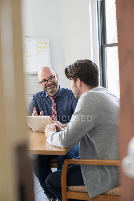 Business colleagues in an office talking — Stock Photo